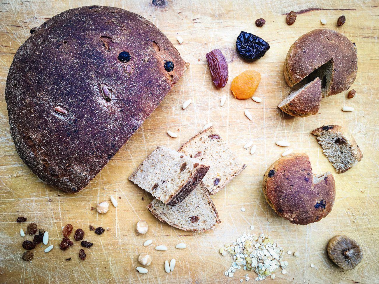 Pane dolce con frutta secca